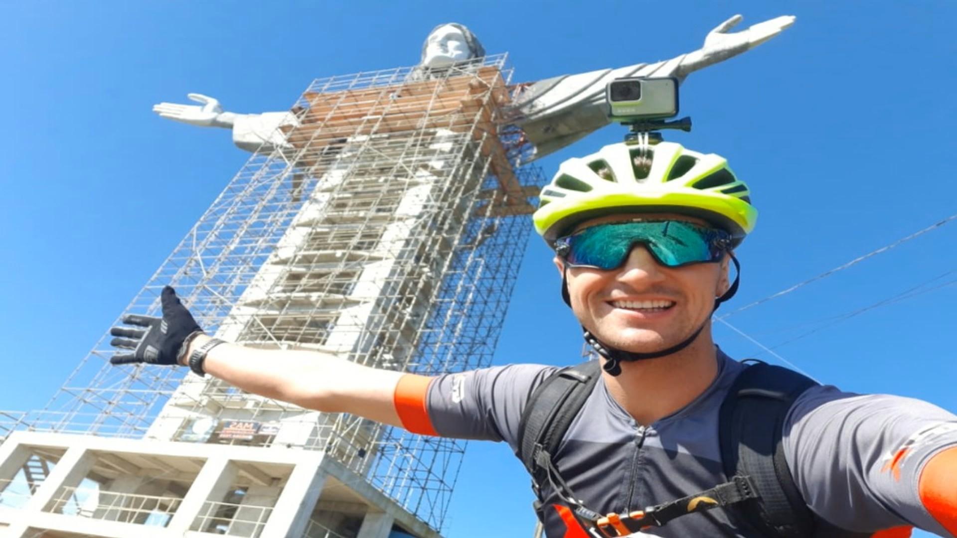 Bombeiro percorre de bicicleta trajeto de 1,5 mil km entre Cristo de Encantado e do Rio de Janeiro