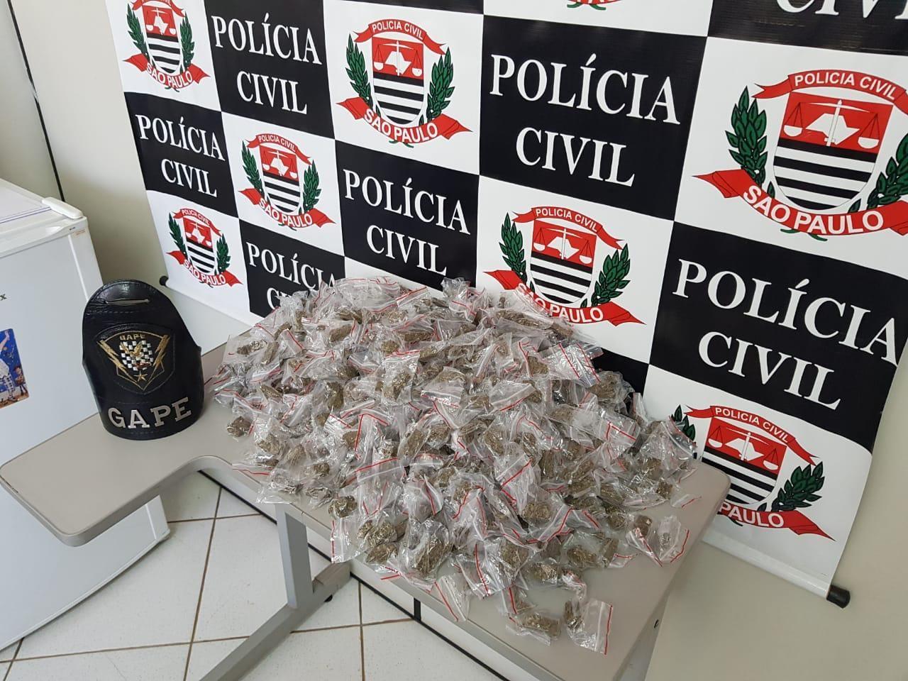 Casais são presos suspeitos de tráfico de drogas em Botucatu - Notícias - Plantão Diário
