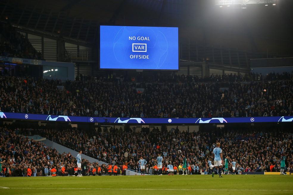 VAR anulou o gol do Manchester City nos últimos minutos — Foto: Andrew Yates/Reuters