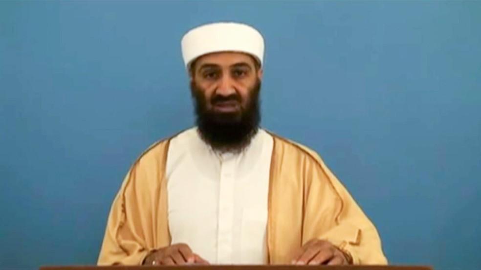 Osama Bin Laden em frame de vídeo divulgado em maio de 2015. O material estava no esconderijo onde o terrorista foi morto em 2011 — Foto: Reprodução via AFP