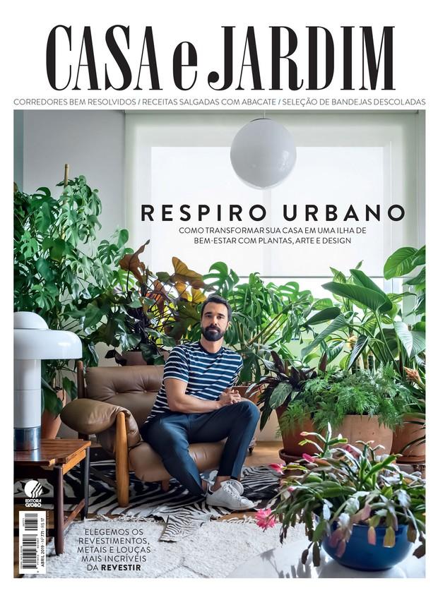 O publicitário José Porto em seu apartamento em São Paulo (Foto: Christian Maldonado/ Editora Globo. Produção Bruna Pereira)