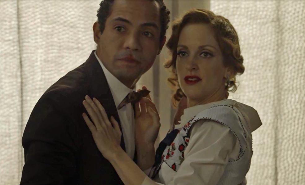 Januário e Ludmila são surpreendidos pelo pai da moça (Foto: TV Globo)