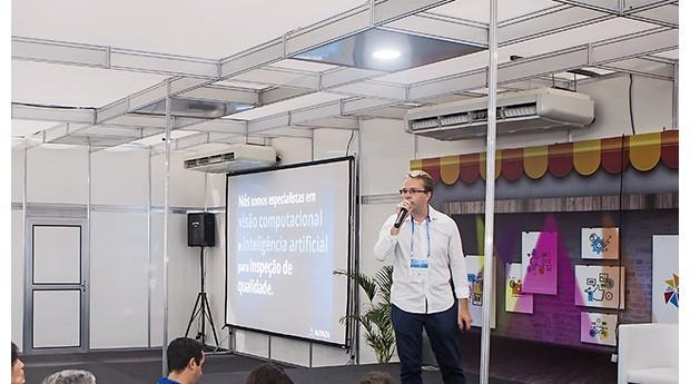 Pitch campeão Renan Padovani,  da Autaza, durante a apresentação da empresa (Foto: Celso Doni/Editora Globo)