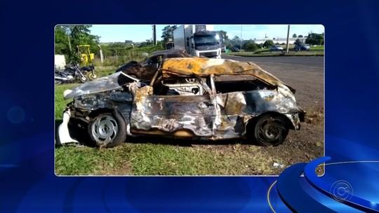 Dupla fica ferida após carro capotar em rodovia de Mirassol