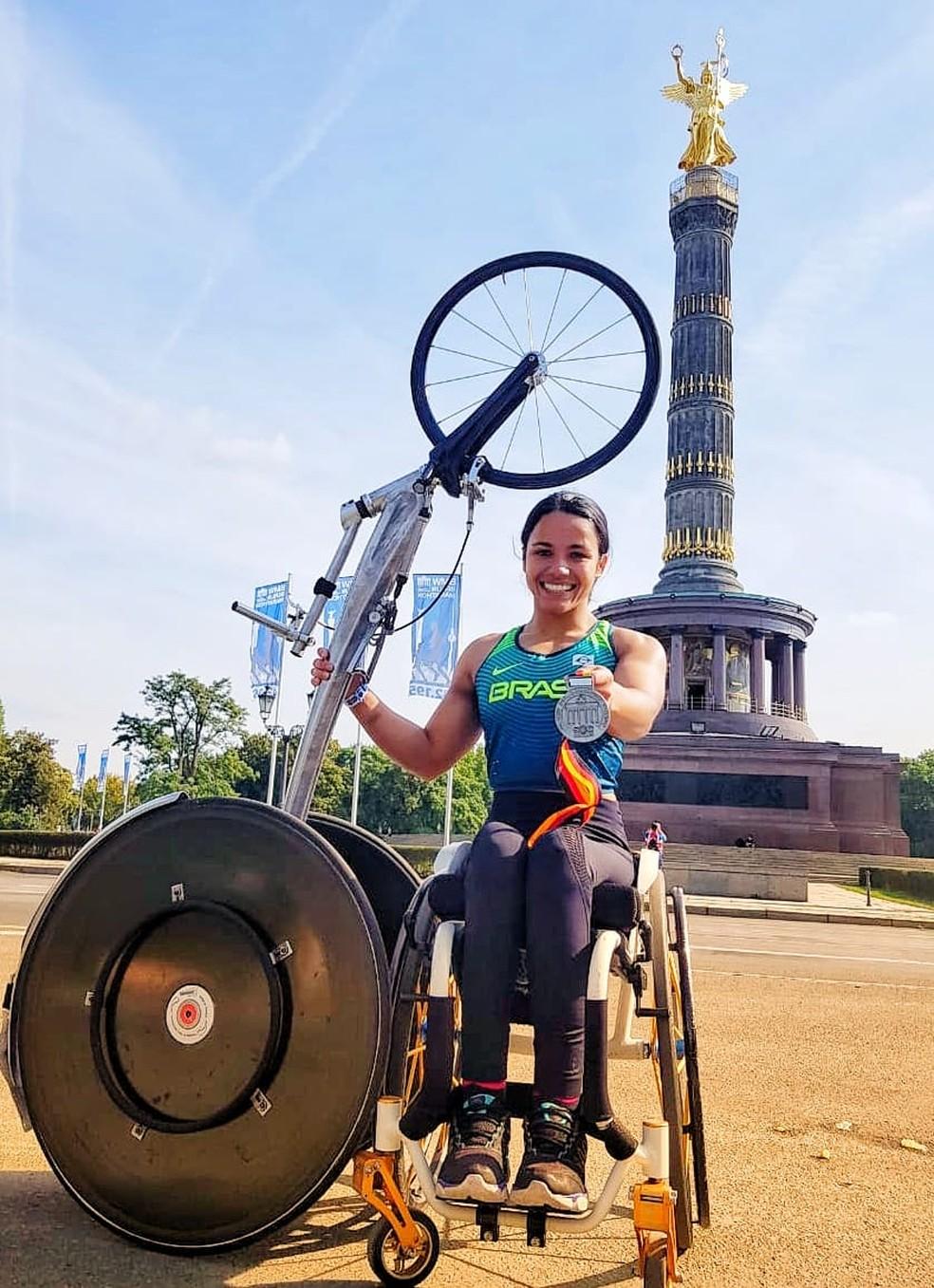 Aline Rocha na maratona de Berlim — Foto: Arquivo Pessoal