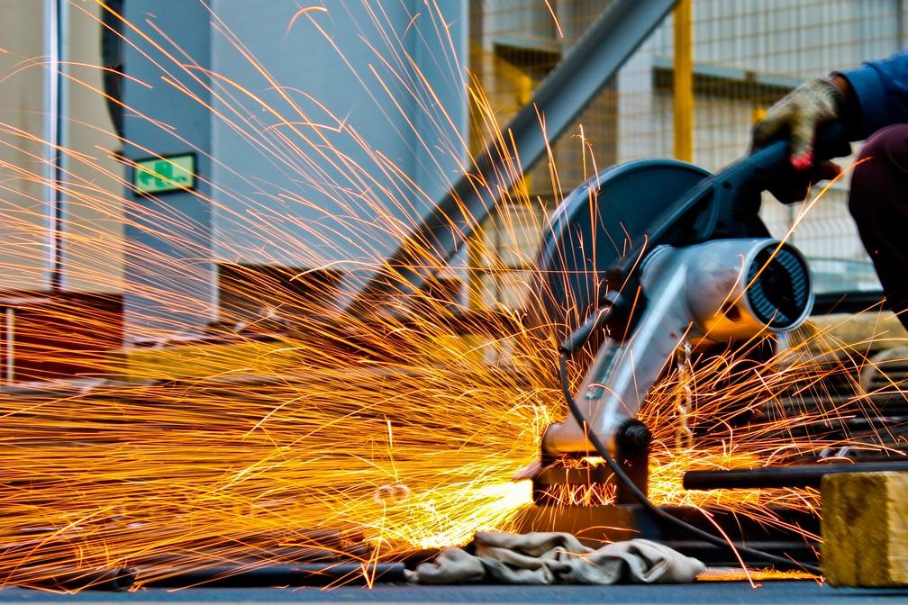 Falta de confiança, investimento baixo, indústria fraca e comércio de lado atravancam economia brasileira