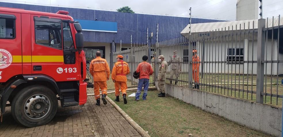 Corpo de Bombeiros em frente ao prédio do INSS em Porto Velho — Foto: Corpo de Bombeiros/Divulgação