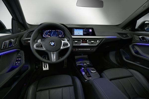 O BMW M235i vem equipado com o que há de mais moderno em termos de tecnologia automotiva na atualidade  (Foto: Divulgação)