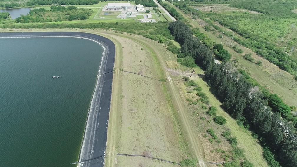 Reservatório de fosfato perto de Tampa, na Flórida, tem risco de colapso; foto de domingo (4) — Foto: Drone Base/Reuters