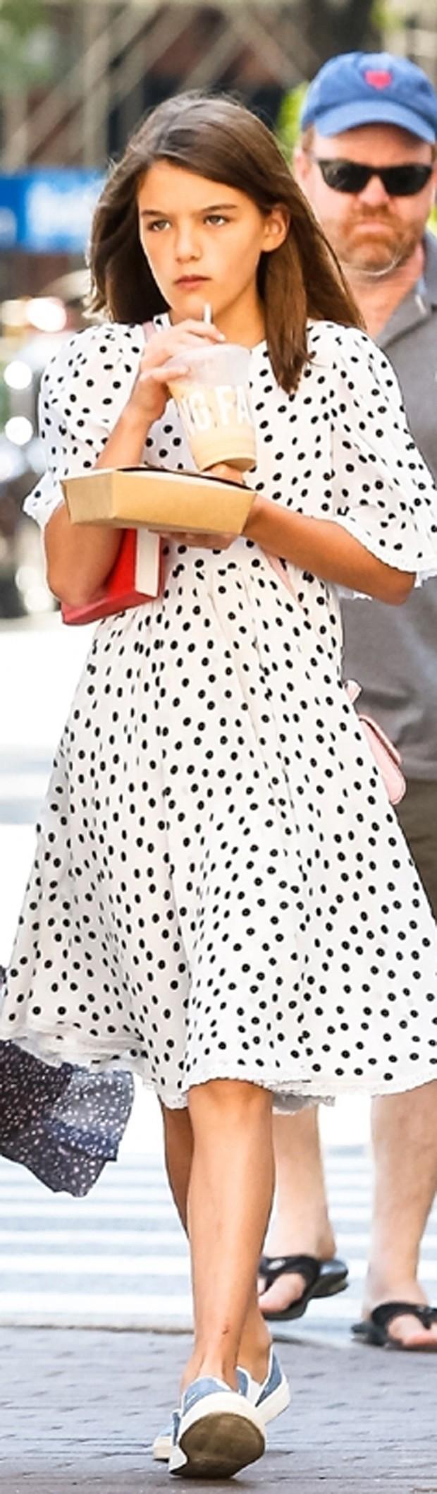 Suri é ícone fashion desde bebê  (Foto: Backgrid)