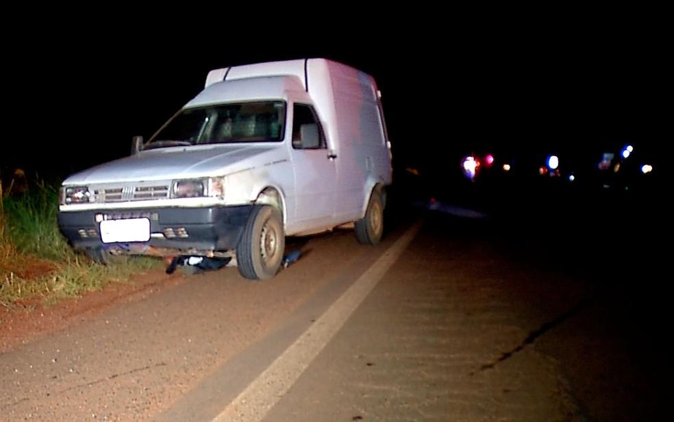 Trecho no local do acidente onde motociclista morreu é pouco iluminado (Foto: Reprodução/TVCA)