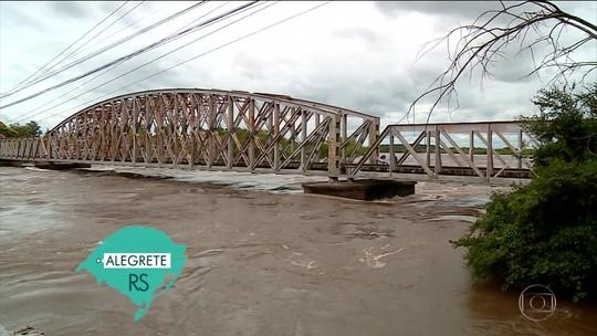 Eduardo Leite anuncia recursos para municípios atingidos pela chuva no RS
