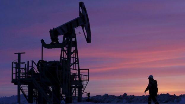 Governo russo aumentou gastos públicos em reação à queda na demanda por petróleo em 2008  (Foto: Reuters via BBC)