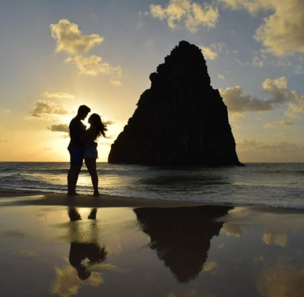 Breno e Paula no pôr do sol da Cacimba do Padre (Foto: Divulgação )