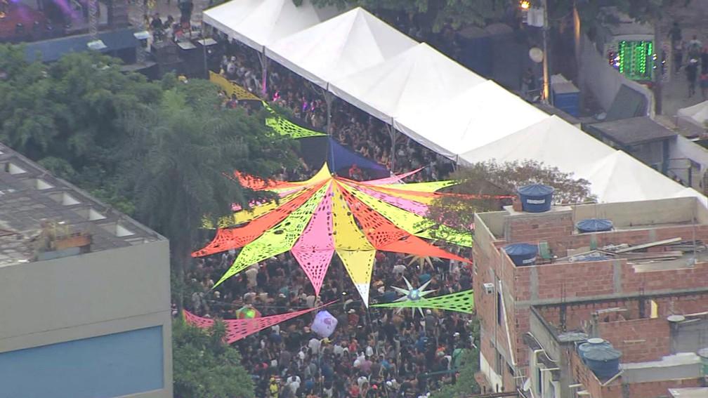 Multidão em baile/show na Maré — Foto: Reprodução/TV Globo