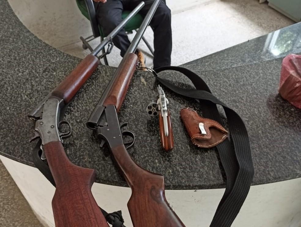 Armamento estava na casa do idoso de 60 anos em Russas, no Ceará — Foto: Divulgação/PMCE