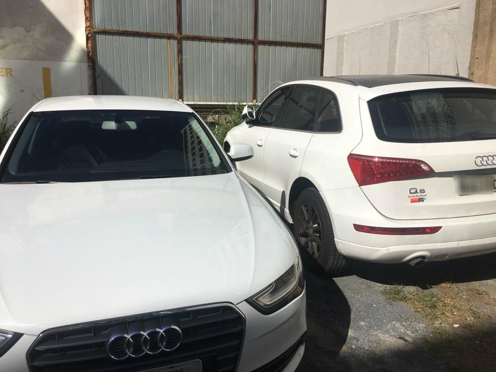 Carros de luxo foram apreendidos (Foto: Polícia Civil/Divulgação)