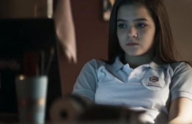 No sábado (5), Cássia (Mel Maia) se encontrará com o homem com quem se corresponde na internet e descobrirá que ele é pedófilo (Foto: Reprodução)