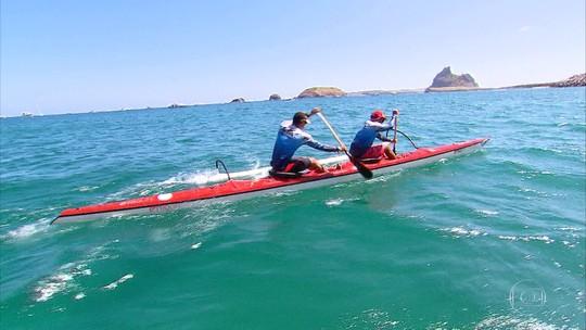 Conexão com natureza e sonho de rodar o mundo: uma experiência na canoa havaiana em Noronha