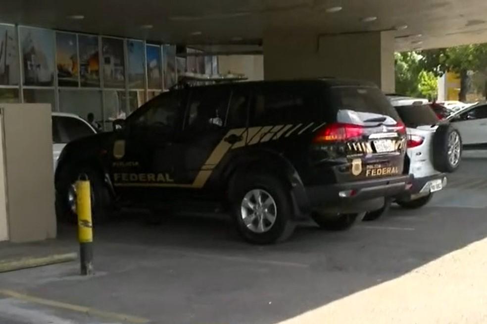 Operação cumpre mandados em sede da Sesab, em Salvador — Foto: Reprodução/TV Bahia