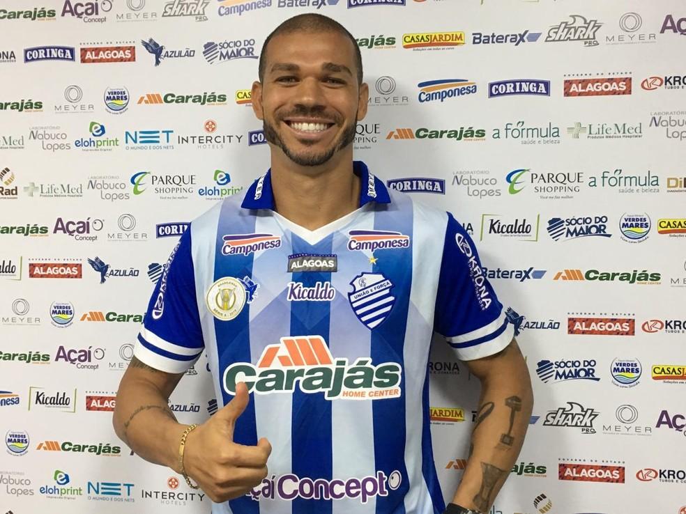 Nilton deve jogar no próximo domingo — Foto: João Alvim/GloboEsporte.com