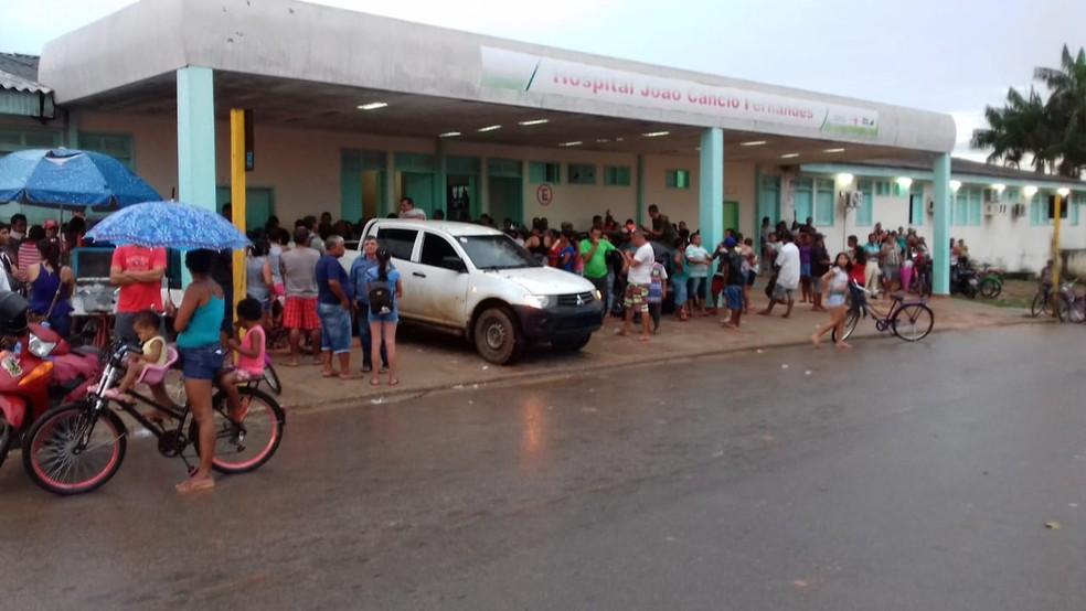 Feridos foram levados para o Hospital de Sena Madureira — Foto: Jefson Dourado/ Rede Amazônica Acre