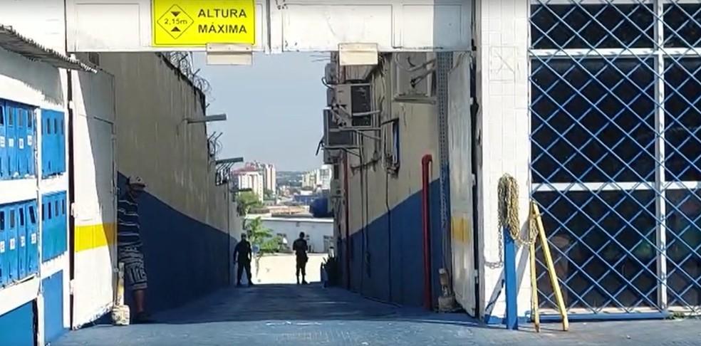 PF faz buscas em prédio comercial de Manaus — Foto: Eliana Nascimento/g1