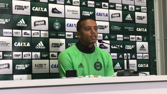 William Matheus nega medo de sombra na lateral e pede regularidade ao Coritiba