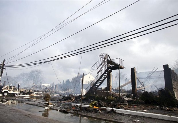 Sandy causou destruição em Rockaway, em Nova York (Foto: EFE)