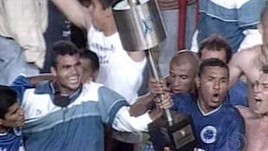 Campeões da elite: Corinthians e Cruzeiro disputam hegemonia de taças nacionais nos anos 2000