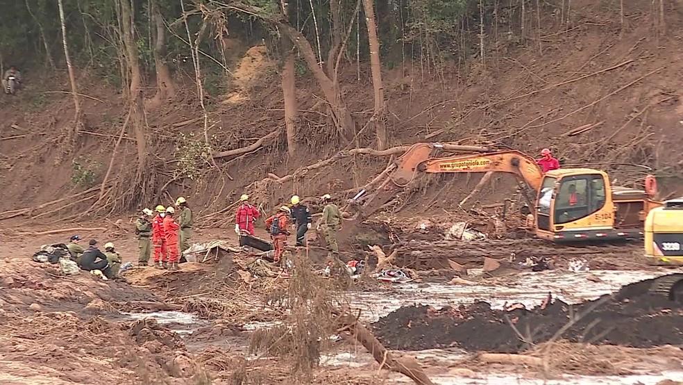 Equipes de resgate começam a fazer buscas com escavações a partir desta sexta (1º) — Foto: Reprodução/TV Globo