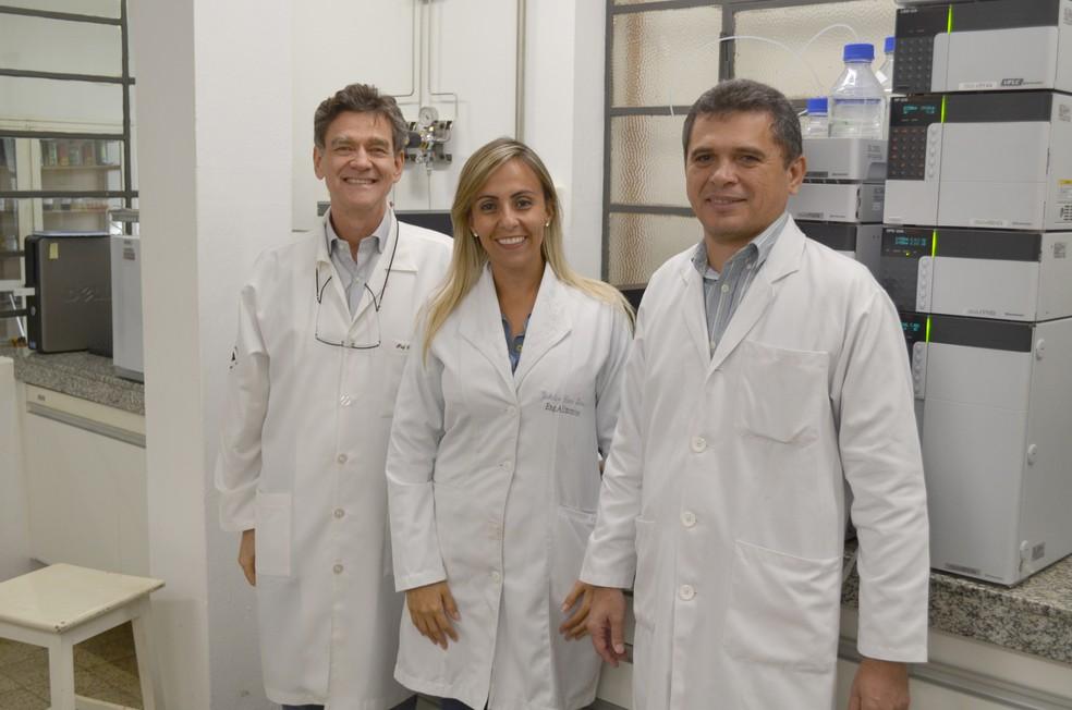 Rosalen, Jackeline e Alencar: estudo traz 'novo olhar' a frutas nativas, avaliam (Foto: Rodrigo Pereira/ G1 Piracicaba)
