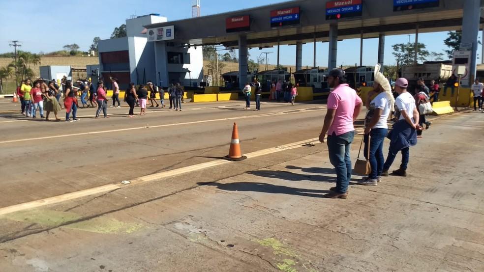 Protesto é realizado desde às 9h37 desta sexta-feira (12) — Foto: Alberto D'Angele/RPC