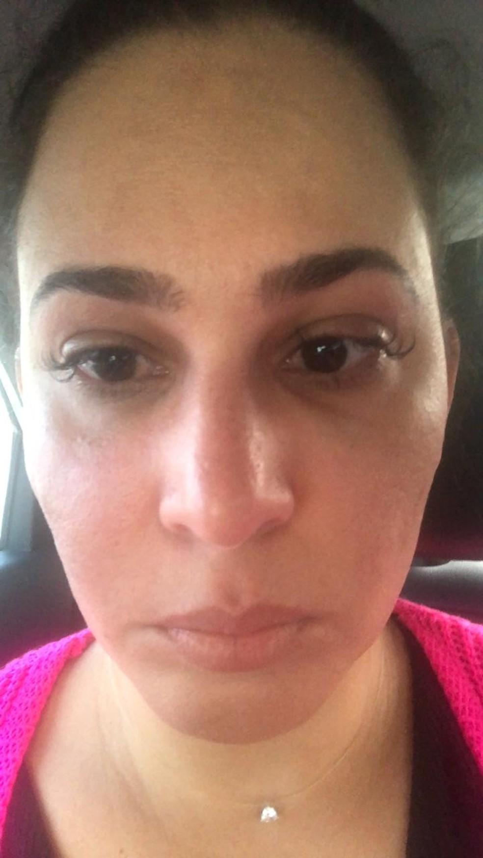 Mulher foi agredida ao tentar garantir que filho autista entrasse em supermercado sem máscara — Foto: Arquivo Pessoal/Elaine Barbosa
