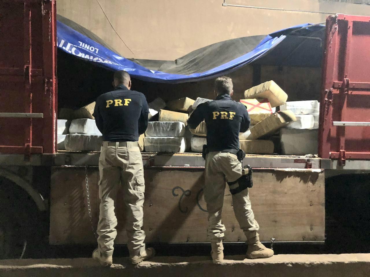 Apreendidas 2,7 toneladas de maconha em caminhão carregado com milho em Seberi - Notícias - Plantão Diário
