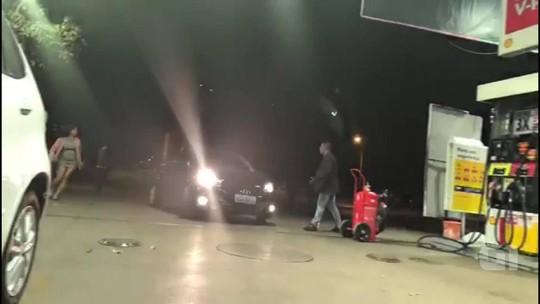 VÍDEO: Motorista atropela homem que o critica por furar fila em posto
