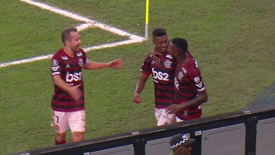 Como o posicionamento centralizado de Filipe Luís abriu caminho para a vitória do Flamengo