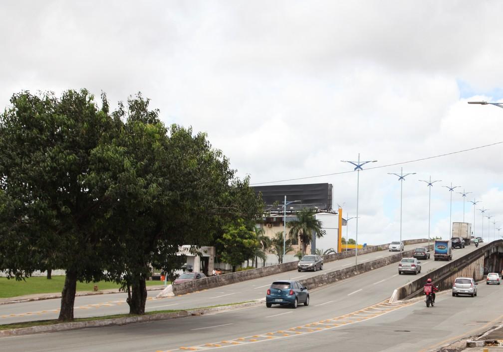 SÃO LUÍS (MA) - Elevado da Cohama registra movimentação de veículos as vésperas do 'lockdown'. — Foto: Rafaelle Fróes/G1 MA