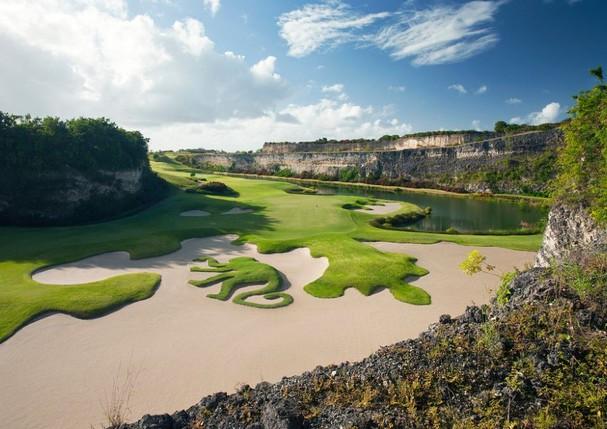 Campo de golfe, do Sandy Lane, construída pelo renomado arquiteto Tom Fazio (Foto: Divulgação)