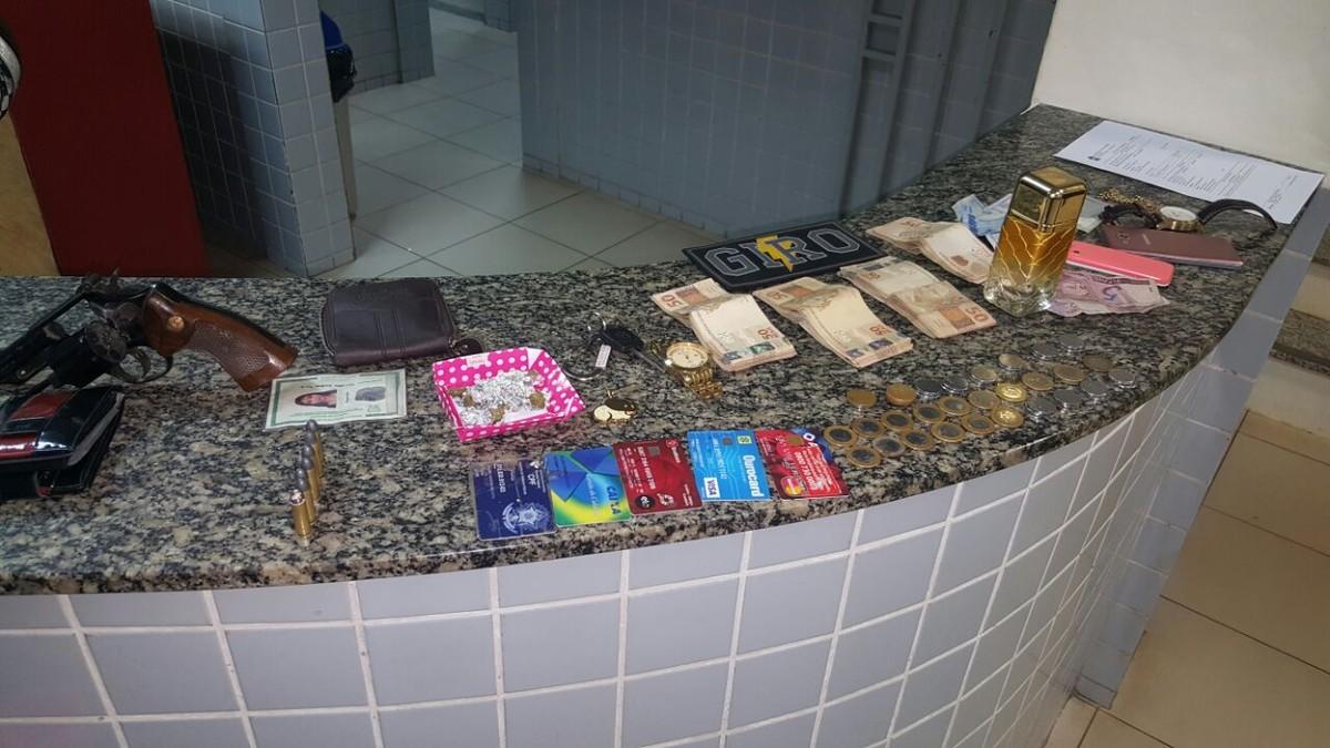 Dupla suspeita de roubo é presa com drogas e mais de R$ 3,7 mil em Boa Vista