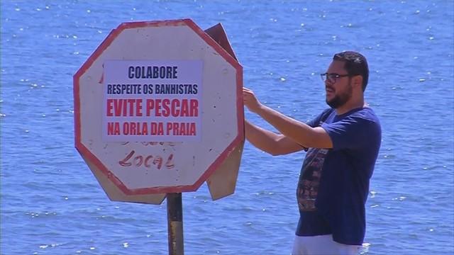 Placas foram colocadas ás margens da prainha de Pereira Barreto  — Foto: Reprodução/TV TEM