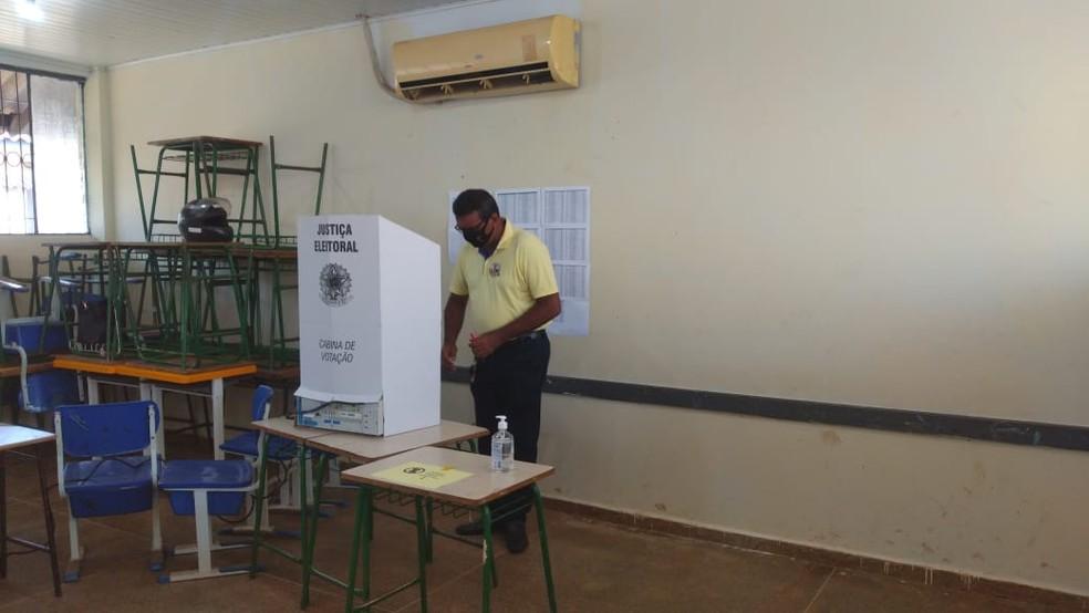 Eleições 2020: Candidato Pimenta de Rondônia vota em Porto Velho — Foto: Jheniffer Núbia/G1