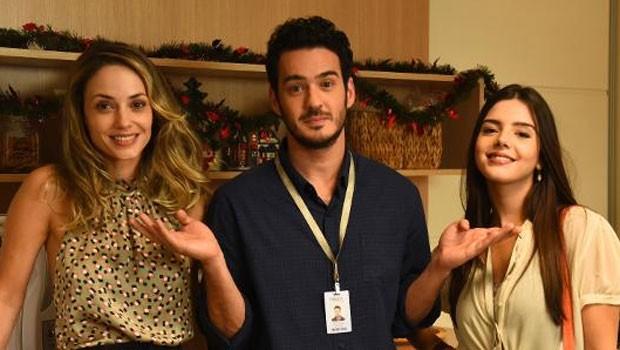 Rosanne Mulholland, Marcos Veras e Giovanna Lancellotti durante as filmagens de Festa da Firma (Foto: Divulgação)