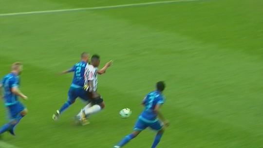Elias é expulso e desfalca Atlético-MG contra o Vitória, no Independência