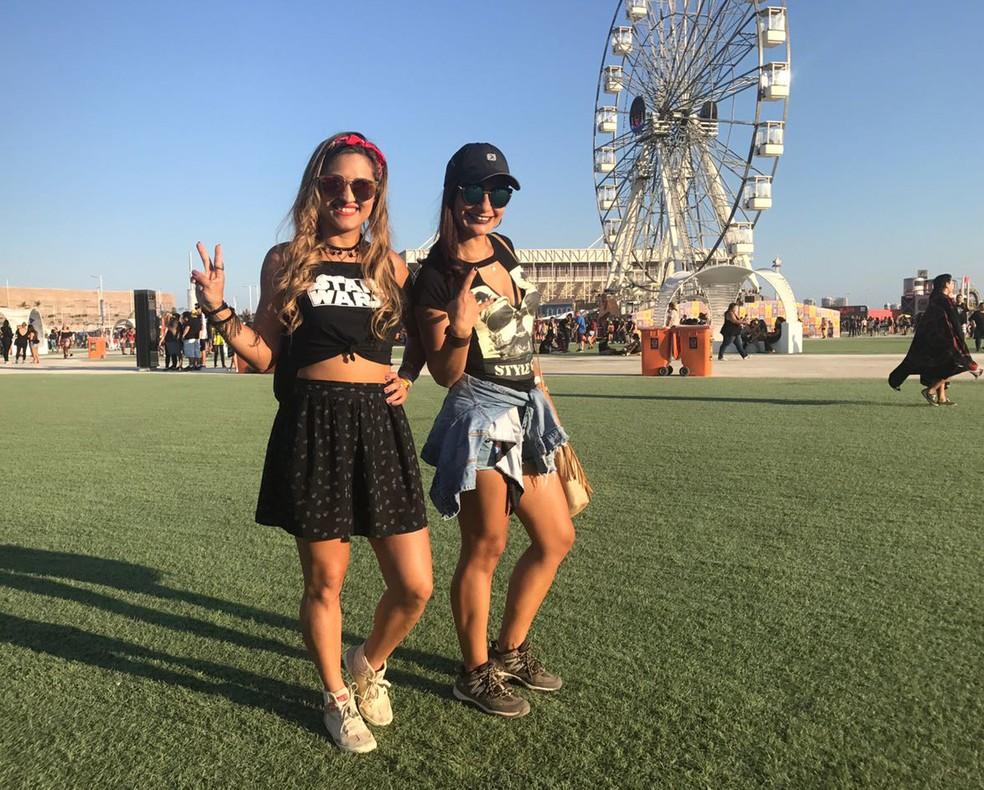 As cariocas Rejane Geiger e Janaína Silva decidiram o que vestir de última hora. (Foto: Matheus Rodrigues / G1)