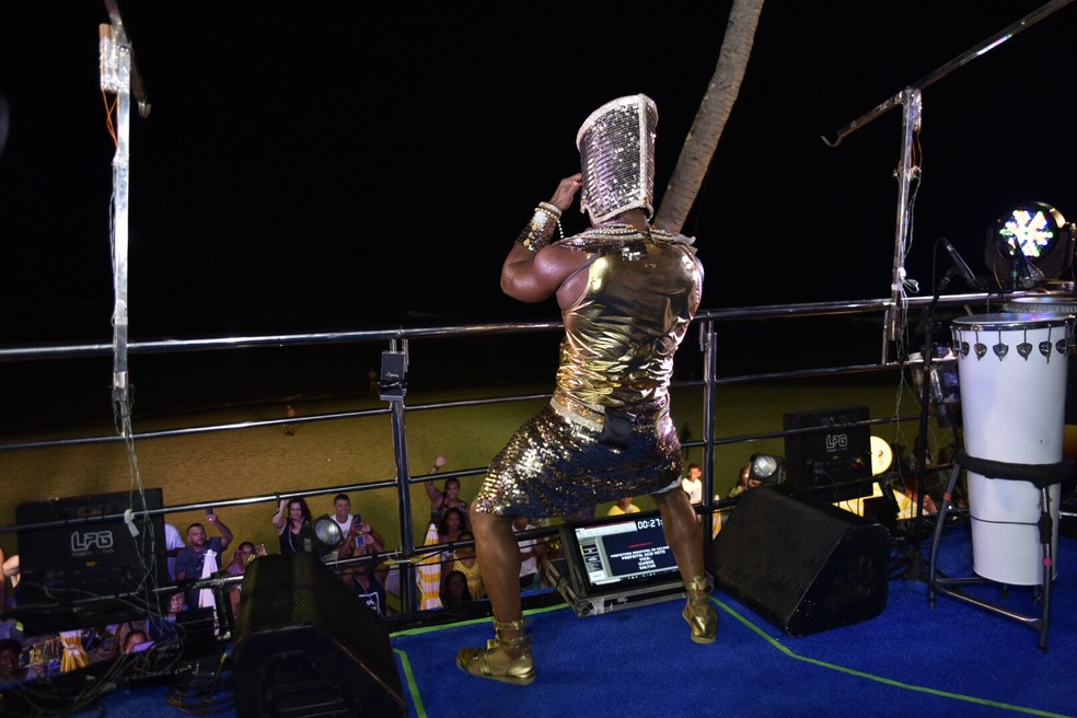 Tony Salles metendo dança no circuito Barra/Ondina. — Foto: Elias Dantas/Ag. Haack