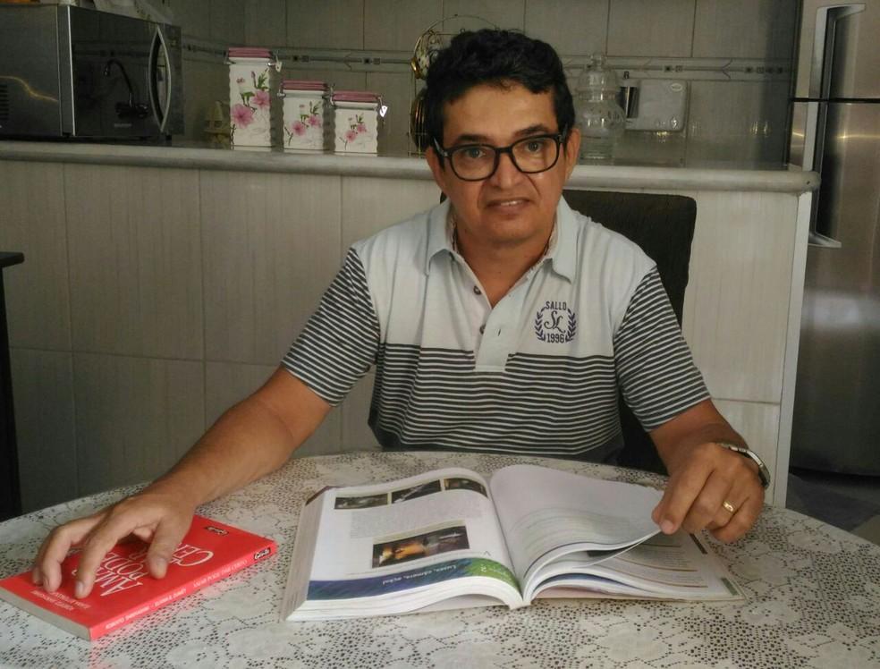 Aos 53 anos, Tarcísio Felix sonha em cursar fonoaudiologia. (Foto: Arquivo pessoal)