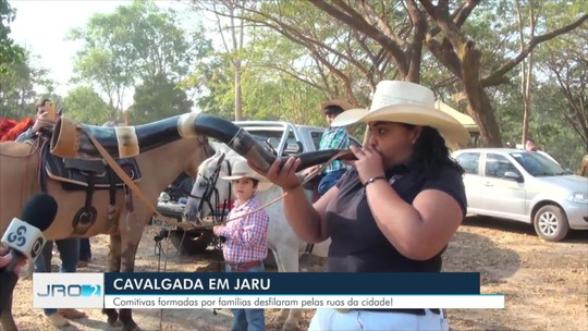 Cavaleiros lotam ruas para cavalgada da 11ª Expojaru, em Rondônia