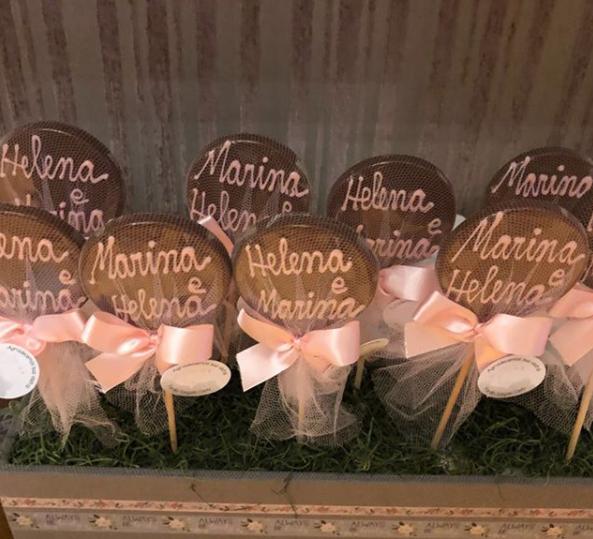 Os nomes das gêmeas foram escrito sobre os biscoitos (Foto: Reprodução Instagram)