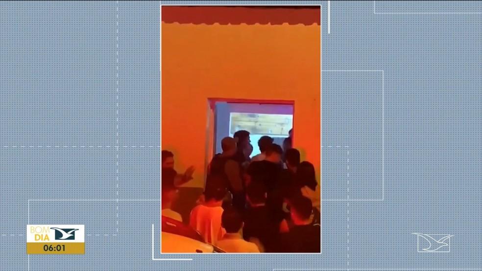 PM apura abuso de autoridade de policiais durante ocorrência em bar em Imperatriz — Foto: Reprodução/TV Mirante